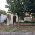 Vendo Casa en Gdor. Castro, pleno centro $ 900.000.-