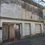 Casa a refaccionar, Riobamba 275, 2 dorm. living / garage, patio